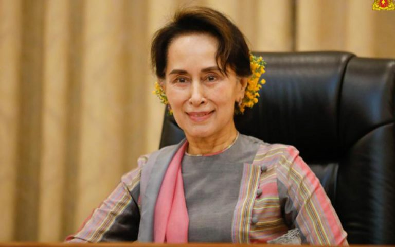State Counsellor encouraged local businesses to manufacture the products with quality higher than those of imported products