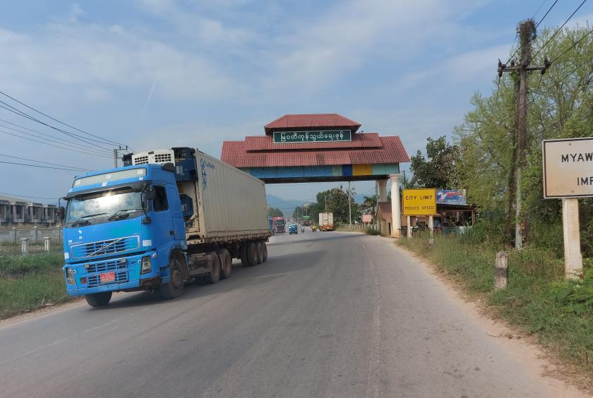 Myanmar allowed to entry of Thai cargo trucks at Myawaddy trade zone  to normalize commodity flow